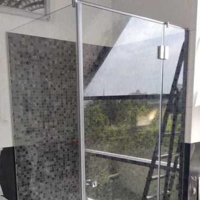 Душевые кабины из закаленного стекла